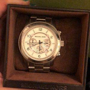 Michael Kors oversized runway watch (silver)